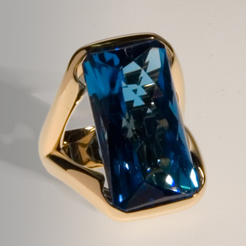Ring, gold 750°, blue topaz 26,65 ct.
