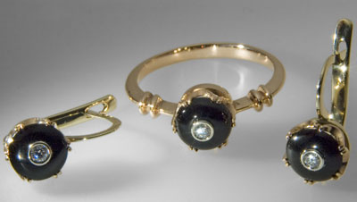Russian jewellery: Three-pieces set. Gold 585°, agate, diamonds.