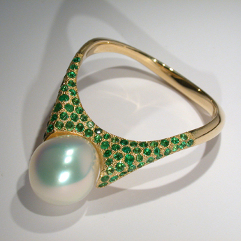 Gold, emeralds, pearls