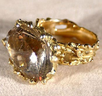 Jewellery art: The ring. Gold, quartz with rutile.